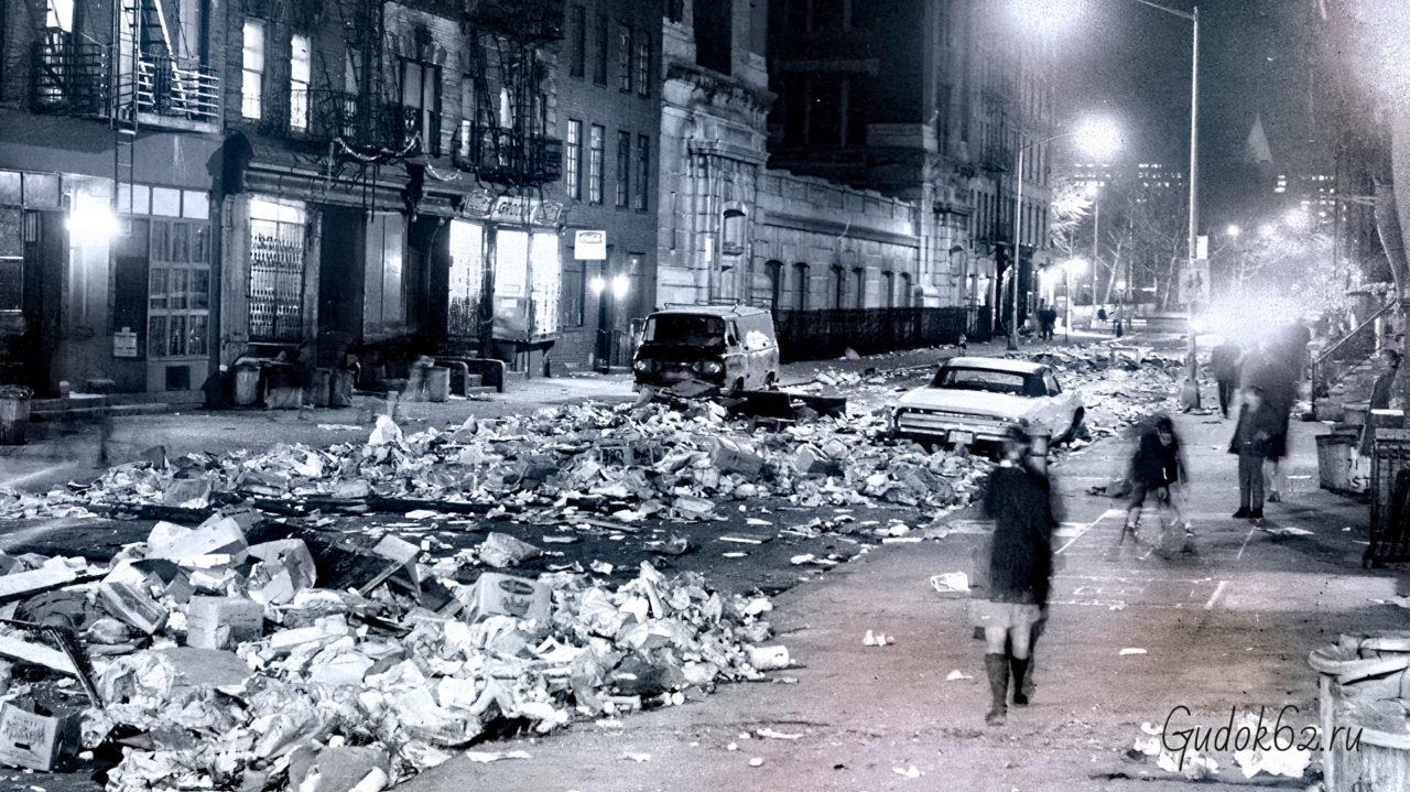 В Нью-Йорке бастуют мусорщики, что вызывает убийство Мартина Лютера Кинга